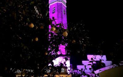 Iluminación de color violeta del Faro de Bonanza